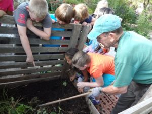 Cover photo for Now Accepting Applications for the 2019 Master Gardener Class!